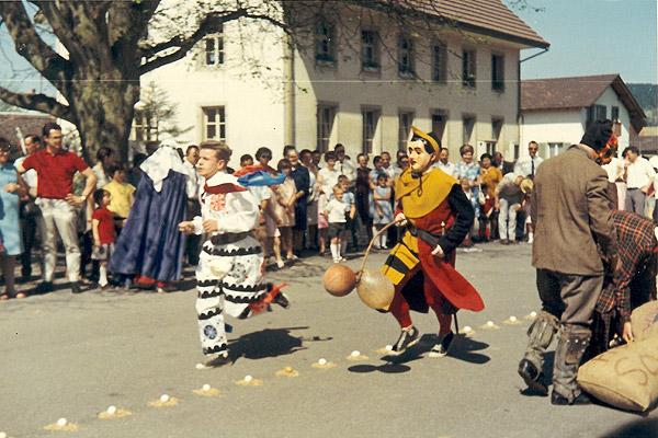 /_SYS_gallery/Freizeit/Kultur/Brauchtum/Eieraufleset/1969-Eieeraufleset.jpg