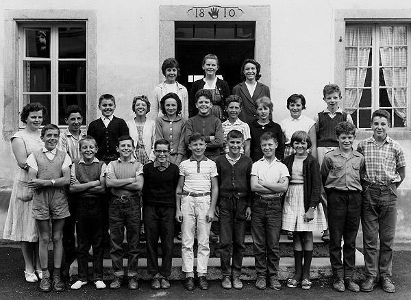 /_SYS_gallery/Schule/Schule/Klassenfotos/1963-Oberstufe-6-8-KLassen-6-8-JG-51_50_49_48-Lehrerin-A_Zobrist.jpg