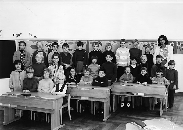 /_SYS_gallery/Schule/Schule/Klassenfotos/1970_71W.jpg