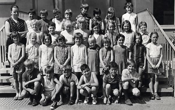 /_SYS_gallery/Schule/Schule/Klassenfotos/1971_72W.jpg