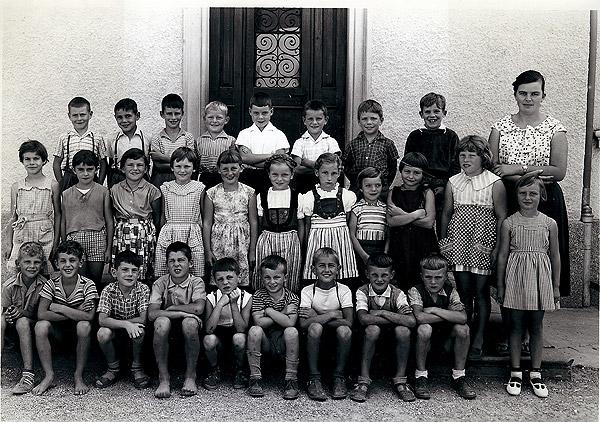 /_SYS_gallery/Schule/Schule/Klassenfotos/4-5-Klasse_Jahrgaenge-1954_1953-Lehrerin-Annemarie-Zobrist.jpg