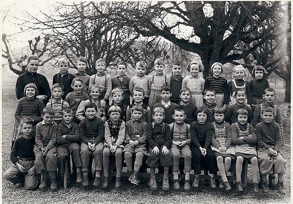/_SYS_gallery/Schule/Schule/Klassenfotos/Klassenfoto-2_3-Kl-JG-1951-52-Lehrerin-A_Zobrist.jpg
